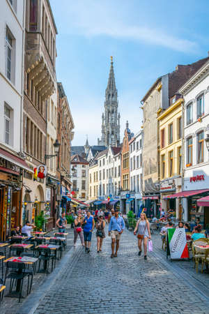 BRUSSELS, BELGIUM, AUGUST 4, 2018: View of a narrow street leading to the Grote Markt in Brussels, Belgium Stock Photo - 135299203