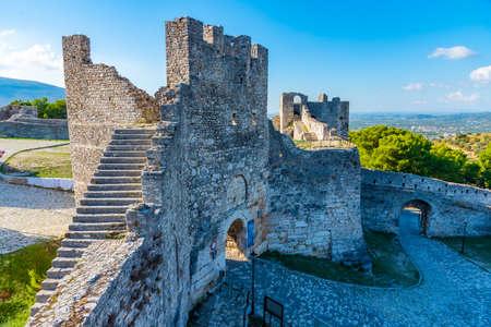 Tour gardant l'entrée du château de Berat en Albanie