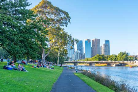 墨尔本,澳大利亚,2019年12月31日:墨尔本都市风景在Yarra河的,澳大利亚后