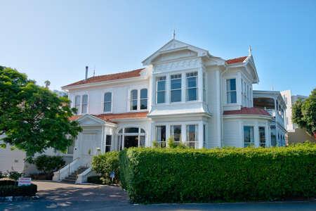 Wohnhäuser auf Bluff Hill in Napier, Neuseeland Standard-Bild