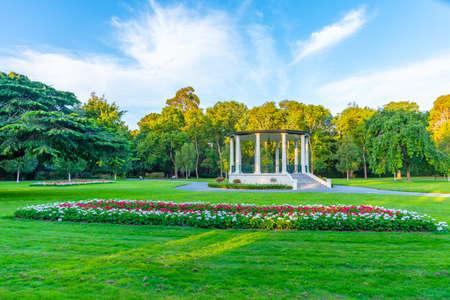 Pavillon blanc au parc Queens à Invercargill, Nouvelle-Zélande