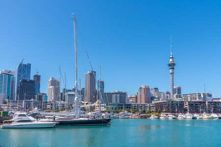 AUCKLAND, NEW ZEALAND, FEBRUARY 20, 2020: Sky tower view from port of Auckland, New Zealand Banque d'images