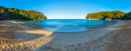 Sunset view of Torrent bay at Abel Tasman national park in New Zealand Archivio Fotografico