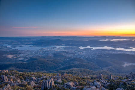 Sunrise view of Hobart from Mount Wellington in Australia 版權商用圖片
