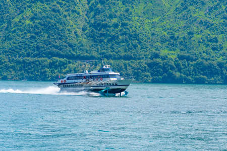 COMO, ITALY, JULY 17, 2019: Ferry cruising lake Como in Italy Stockfoto