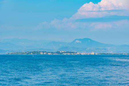 Sirmione town at Lago di Garda viewed from Desenzano del Garda in Italy Stockfoto
