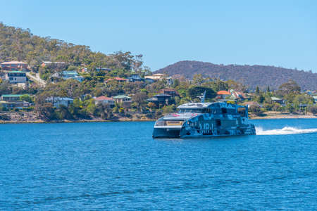 HOBART, AUSTRALIA, FEBRUARY 22, 2020: Ferry bringing tourists to MONA gallery in Hobart, Australia 新闻类图片
