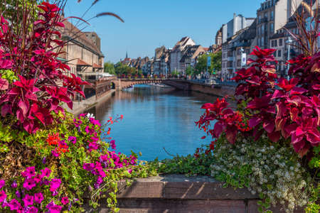 Waterfront of a channel passing through the old town of Strasbourg, France Standard-Bild