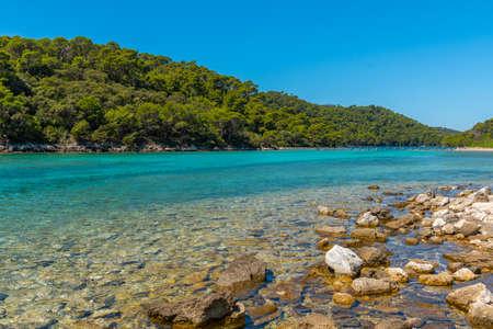 Turquoise water of Veliko Jezero at Mljet national park in Croatia 免版税图像 - 164901274