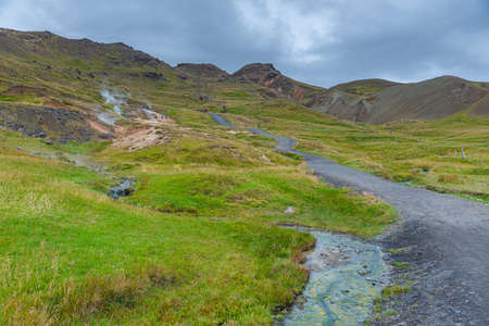 Reykjadalur valley during a cloudy day, Iceland 免版税图像
