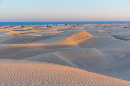 Sunset over sand dunes at Maspalomas, Gran Canaria, Canary Islands, Spain. Foto de archivo