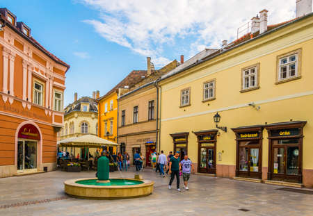 GYOR, HUNGARY MAY 20, 2016: People are walking through a narrow street in old town of the hungarian city gyor. Éditoriale