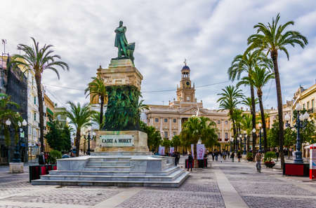 CADIZ, SPAIN, JANUARY 6, 2016: View of the town hall of cadiz situated on the square of saint john of god 新闻类图片