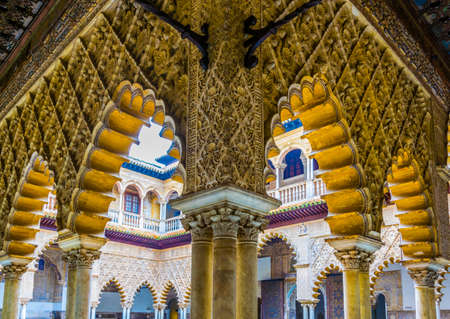 SEVILLA, SPAIN, JANUARY 7, 2016: detail of beautiful carved ornaments inside of the real alcazar palace in the spanish city sevilla. 新聞圖片