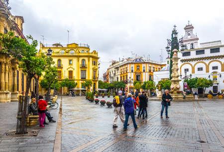 SEVILLE, SPAIN, JANUARY 7, 2016: panorama of the plaza de la virgen in the spanish city sevilla 新闻类图片