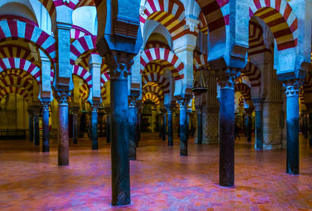 CORDOBA, SPAIN, JANUARY 8, 2016: Arches and Pillars of the la Mezquita cathedral in Cordoba, Spain. 新闻类图片