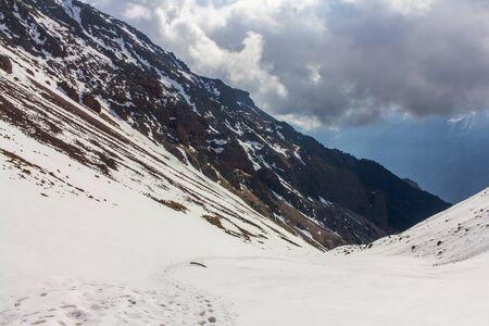 montañas nevadas: snowy mountains