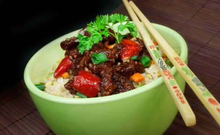 chop sticks: A delicious bowl of Chinese beef with chop sticks