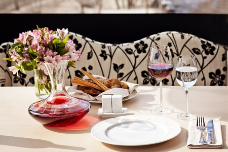 Fine restaurant dinner table place setting photo