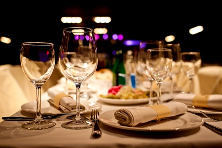 establishment: Empty glasses