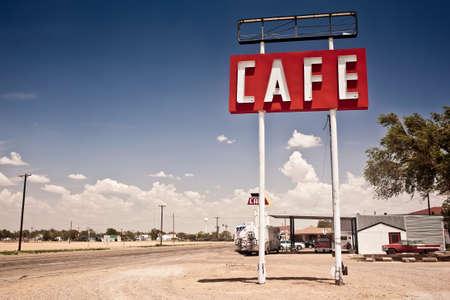 아메리: 텍사스에서 역사적인 Route 66을 따라 카페 기호입니다. 스톡 사진