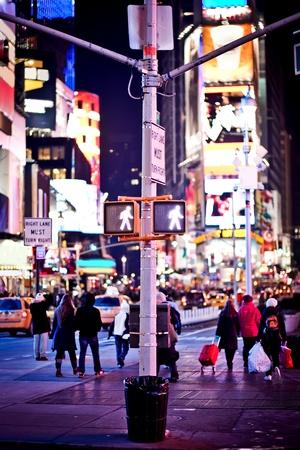 traffic signal: Sigue caminando signo tr�fico de Nueva York Foto de archivo