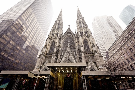 roman catholic: Cathedral of Saint Patrick in blizzard