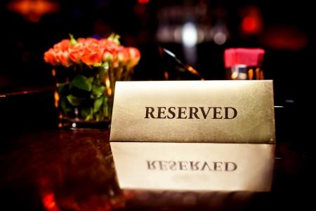 Reserviert Zeichen im Restaurant Standard-Bild