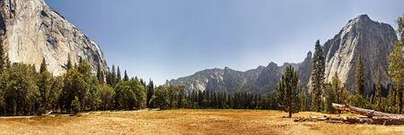 Panoramic view of Yosemite Valley, California Stock Photo - 15711553
