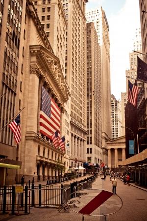 stock  exchange: NUEVA YORK - 18 DE AGOSTO: New York Stock Exchange el 18 de agosto de 2012 en New York, NY. Con or�genes que se remontan a 1792, la Bolsa de Nueva York es actualmente el mayor cambio en el mundo por capitalizaci�n burs�til.