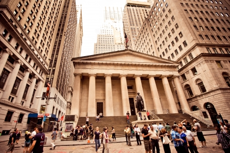 federal hall: NEW YORK - AUGUST 18 : Federal Hall, built in 1700 , is the site of George Washingtons 1789 inauguration as the first President of the United States on August 18, 2012 in New York City, NY. Editorial