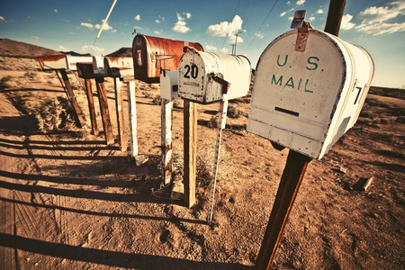 caixa de correio: Caixas antigas no oeste dos Estados Unidos