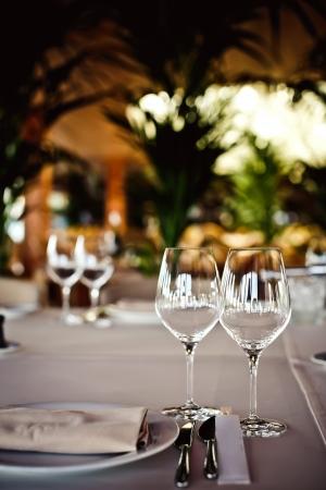 Puste kieliszki ustawione w restauracji Zdjęcie Seryjne