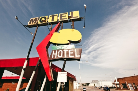 Old motel sign on Route 66, USA Stock Photo - 20368118