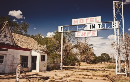 abandoned gas station: Abandoned restaraunt on route 66 in USA Stock Photo