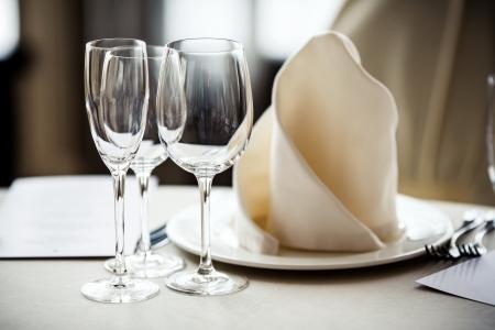 Puste szklanki się w restauracji. Część wnętrza Zdjęcie Seryjne
