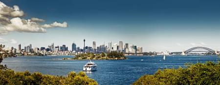 sydney harbour: Sydney harbor and downtown buildings in Sydney, Australia.
