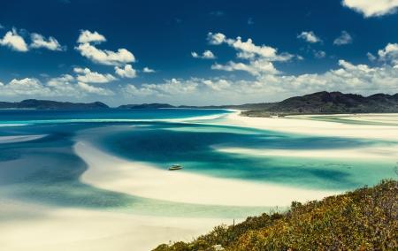 barrera: Whitehaven Beach en el archipiélago de islas Whitsunday, en Queensland, Australia Foto de archivo