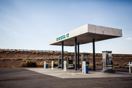 fuelling station: Rusty abandonada estación de gas de la vendimia EE.UU., Arizona