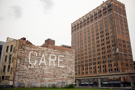 Uitzicht van verlaten de binnenstad van Detroit, Michigan