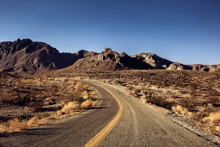 mojave desert: Pretty Empty Mojave Desert Highway in Southern California, USA. Stock Photo
