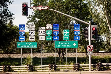 Route 66 signe d'intersection quelque part en Arizona