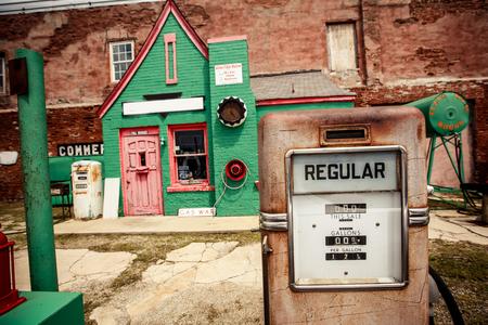 Verlaten benzinestation aan de Route 66, Kansas, Verenigde Staten