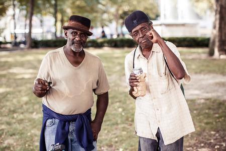 uomini maturi: MICHIGAN, USA - 10 agosto 2013: Due uomini maturi a Detroit il 10 agosto 2013, Michigan, Stati Uniti d'America