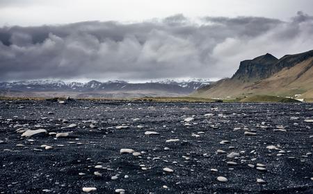 Czarny piasek plaży Reynisfjara w Islandii Zdjęcie Seryjne