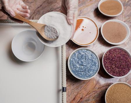 Proces van het maken van natuurlijke cosmetica, close-up bekijken Stockfoto