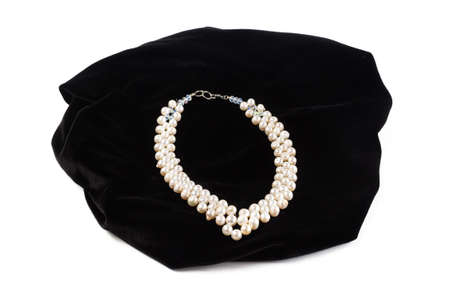 beads from natural River pearls on black velvet. On a white background isolate Imagens