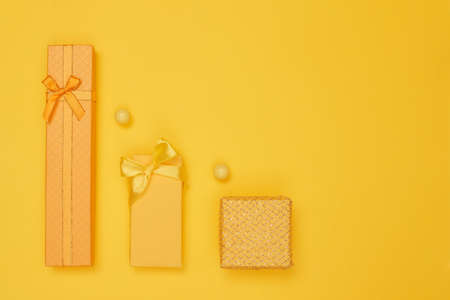 yellow gifts on a yellow background new year, copy space 免版税图像