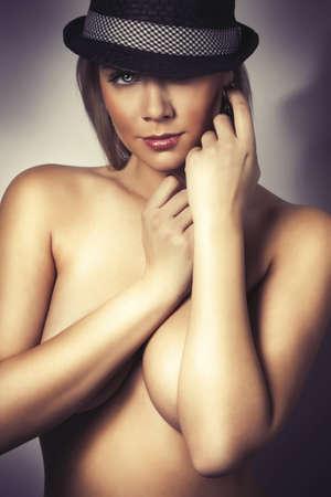 modelo desnuda: hermosa chica rubia desnudos glamour