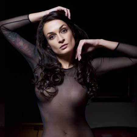 beaux seins: Lingerie femme sexy tatouage jeunes Banque d'images